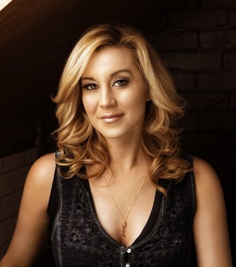 Kellie Pickler brings her hits and authenticity to the stage at Hard Rock Rocksino Northfield Park