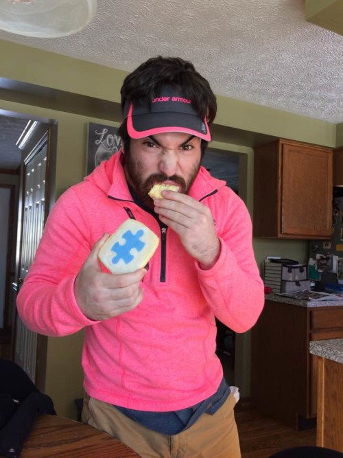 Vic's Corner: Anthony Perrine does his part to show his support for Autism and Tessa