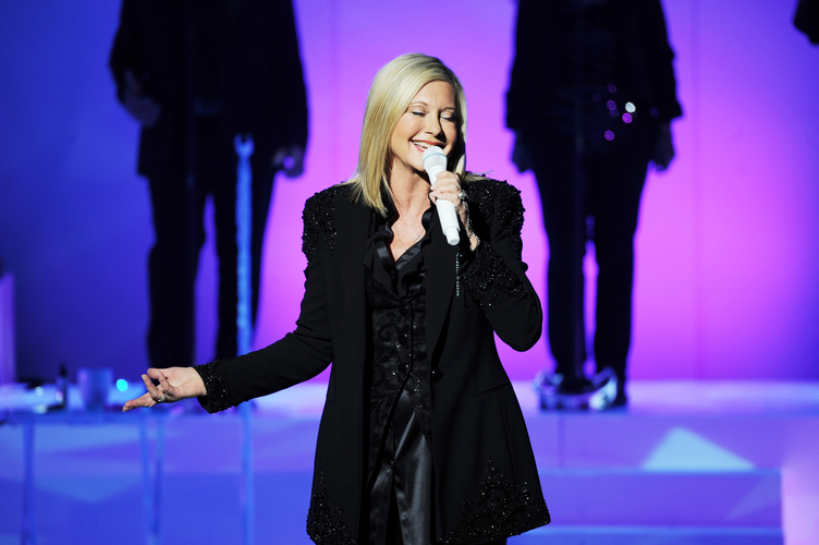 Olivia Newton John First Show Live April 8 2014 Photos By Denise Truscello