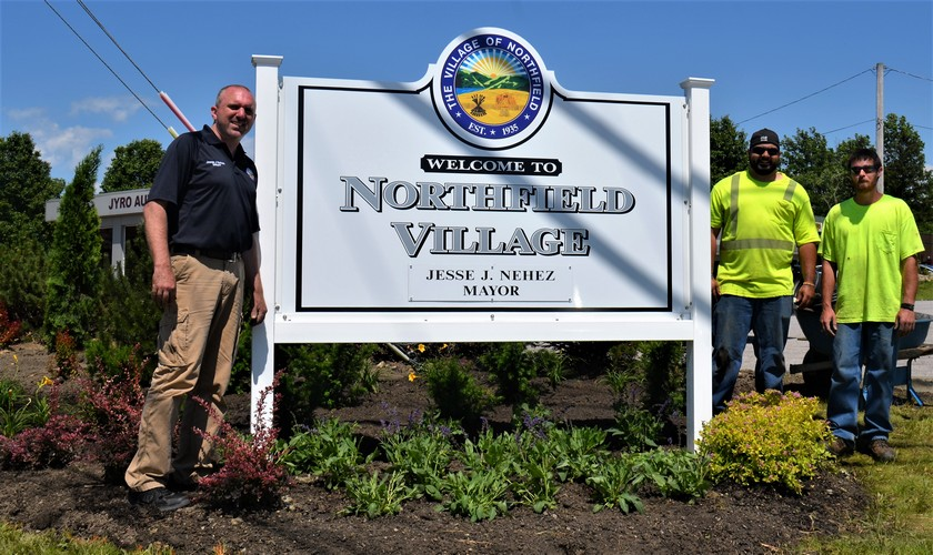 Vic's Corner: Northfield Village Mayor Nehez lends a hand on Rt.8 and Ledge Rd Beautification