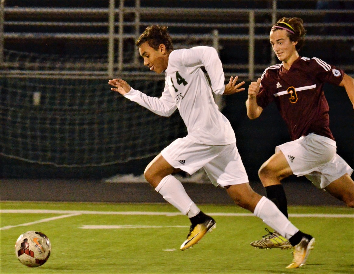 Vic's Corner: Knights Lose to Stow in Boys Soccer 6-1