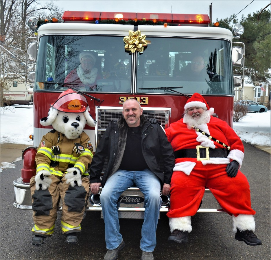 Vic's Corner: Northfield Village Santa Arrived on the Fire Truck 12-17-17