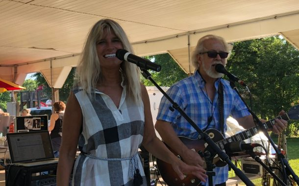 VIC'S CORNER: SMITH PARK WITH MUSIC BY THE SIVERCREEK DUO - PHOTOS BY KATIE MILANI