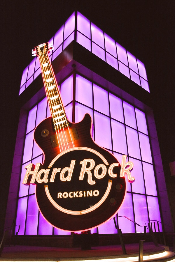 Hard Rock Rocksino On Track to Raise $200,000 to Fight Breast Cancer Locally