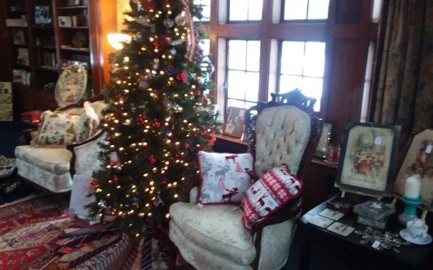 THE LONGWOOD MANOR HOLIDAY GIFT SHOP
